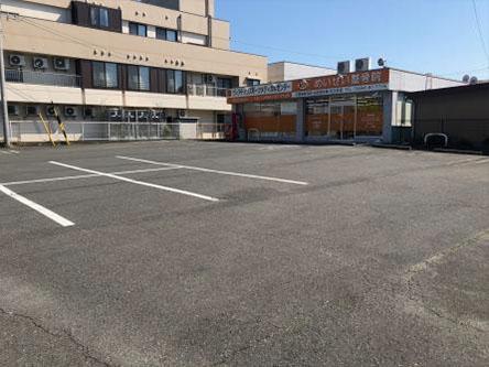 広くて入りやすい駐車場完備★